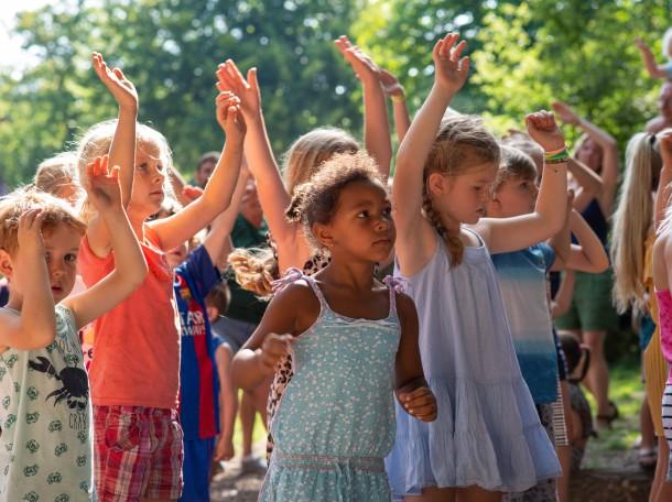 dancing children Geversduin