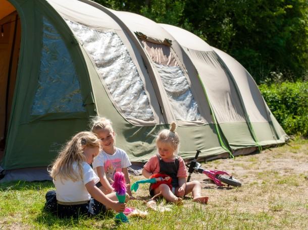 tent children playing Geversduin
