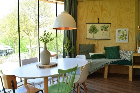 treehouse livingroom table chairs