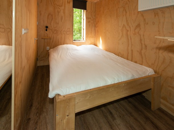 treehouse double bed room cabin camping gevrsduin holland