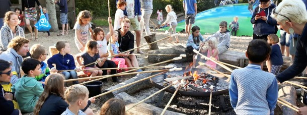 campfire stockbread bake recreation activity camping geversduin holland