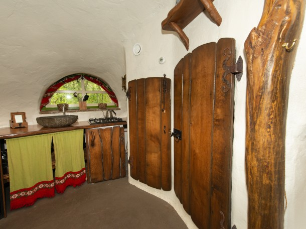 hobbithouse hobbit interior cabin camping geversduin accomendation holland