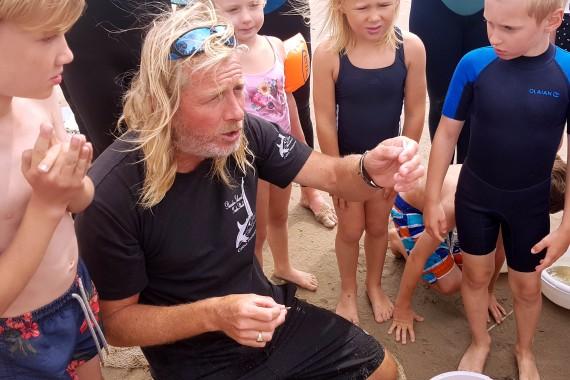 guide korren explaining fish