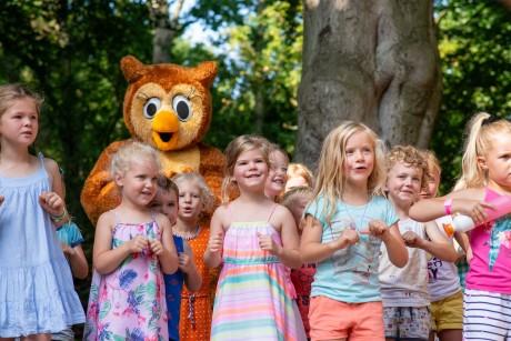 dancing ullie mascota Geversduin children